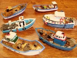 Barcos Pesqueros de resina - 9 cm. (6 modelos diferentes)