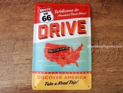 Placa metálica ROUTE US 66 DRIVE - 20 x 30 cm. de Nostalgic-Art