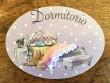 Placa de dormitorio con cama y banqueta (con texto DORMITORIO)
