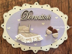 Placa puerta Dormitorio fondo lila - 20 cm. (con texto DORMITORI)