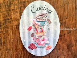 Placa de cocina con tazas variadas (con texto COCINA)