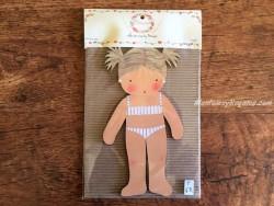 Muñeca recortable madera y vestido 20 cm. 2 coletas puntas bañador blanco