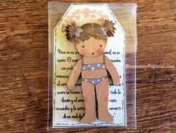 Muñeca recortable madera 7 cm. 2 coletas puntas bañador lila