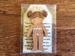 Muñeca recortable madera 7 cm. 2 coletas puntas bañador crema
