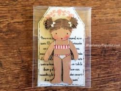 Muñeca recortable madera 7 cm. 2 coletas puntas bañador crema 2