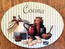 Placa de cocina con comida almacenada (con texto COCINA)