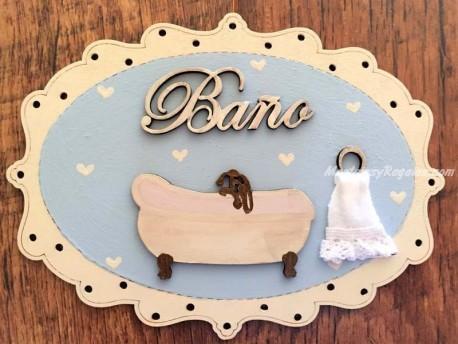 Placa baño con bañera y toalla - 20 cm. (texto BAÑO fondo azul celeste)