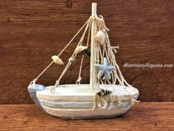 Barco de madera con caracolas - 16 cm.