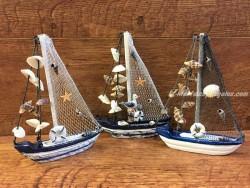 Barco velero de 19 cm. modelo aleatorio