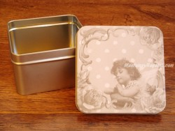 Caja metálica - 10 cm.