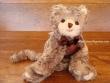 Gatito de Peluche MACIEK (lazo marrón)