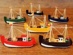 Barcos de Pesca de madera - 12 cm. (6 colores para elegir)