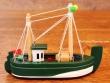 Barco de Pesca de madera - 12 cm. (color verde)