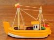Barco de Pesca de madera - 12 cm. (color amarillo)