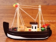 Barco de Pesca de madera - 12 cm. (color marrón)