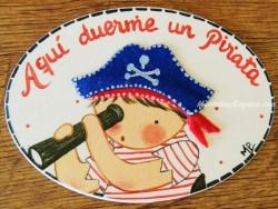 Placa para puerta niño pirata fondo blanco (Aquí duerme un Pirata)