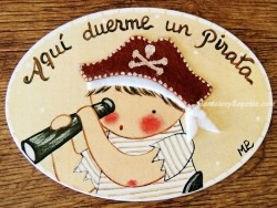 Placa para puerta niño pirata fondo beige (Aquí duerme un Pirata)