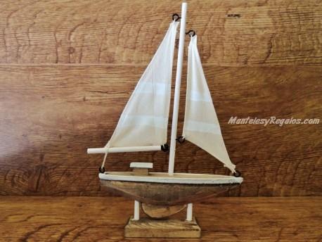 Barco velero madera 2 velas - 22 cm.