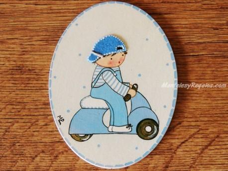 Placa infantil para puerta modelo niño con vespa azul