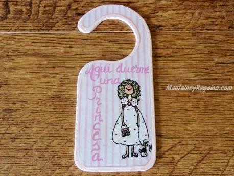 Placa para pomo de puerta modelo niña bolso y perrita (Aquí duerme una Princesa)