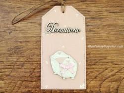 Placa para pomo de puerta dormitorio con cuna (DORMITORIO sobre fondo color rosa)
