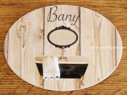 Placa de baño con bañera negra (con texto BANY)