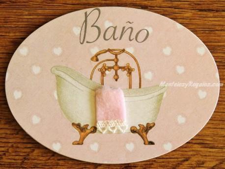 Placa de baño con bañera sobre fondo rosa (con texto BAÑO)