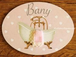 Placa de baño con bañera sobre fondo rosa (con texto BANY)