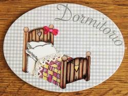 Placa de dormitorio con cama cabezal corazón (con texto DORMITORIO)