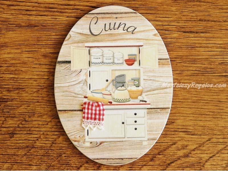 Bonita placa de cocina con alacena y fondo de madera clara - Placa de cocina ...